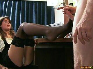 Secretary Marchesa gives a footjob and a handjob to her kingpin