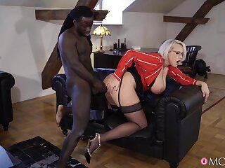 Big-breasted MILF Angel Wicky tries her hand within reach interracial banging