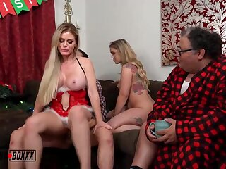 Steamy ash-blonde chick is cuckolding her accomplice with a junky dude and having a casual 3some