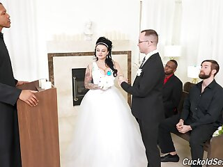 Scrub watches his BBW bride banged by others in excess of someone's skin wedding day