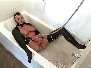 Provocative MILF Hanna Hilton loves playing in leather requisites